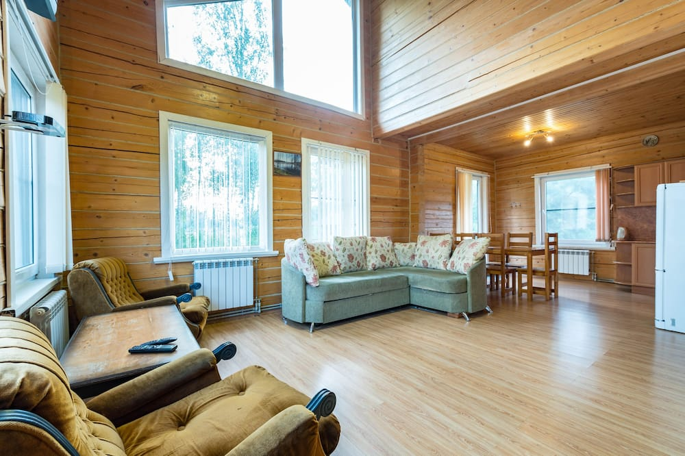 Family Cottage, 4 Bedrooms, Kitchen, Lake View - Living Room