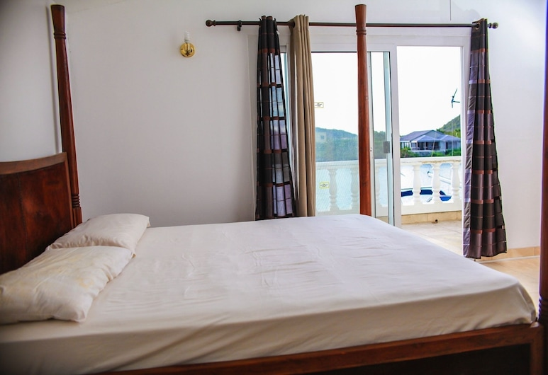 Villa Marietta, Jolly Harbour, Luxury Townhome, 1 Queen Bed, Non Smoking, Room