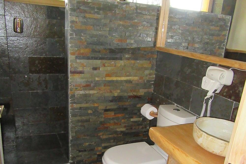 Comfort-Zimmer, 1King-Bett, Nichtraucher, eigenes Bad - Badezimmer