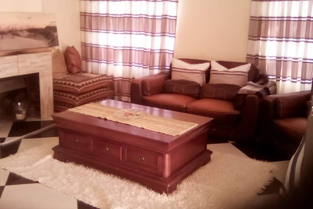 Deluxe Room, 1 Double Bed, Non Smoking - Living Area