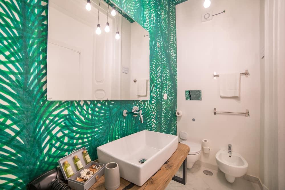 Luxusná trojlôžková izba, výhľad na mesto - Kúpeľňa