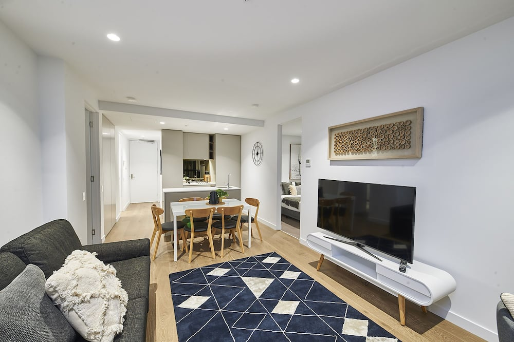 Exclusive Apartment, Private Bathroom, City View - Living Room