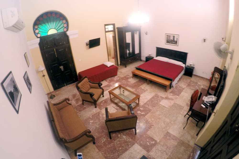 Suite, 1 King Bed, Non Smoking - Street View