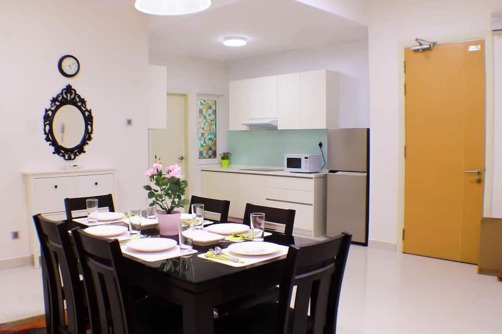 Family Apartment, 3 Bedrooms, Non Smoking, City View - Tempat Makan dalam Bilik