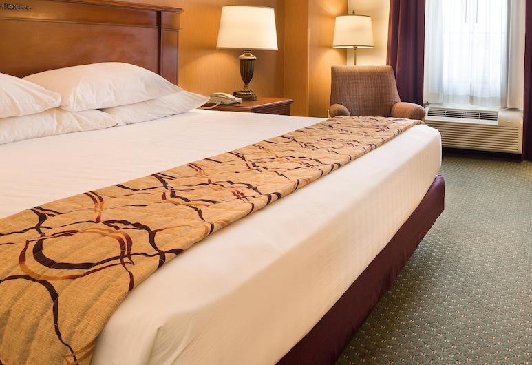 Drury Inn & Suites Indianapolis Northeast, Indianapolis, Deluxe Room, 1 King Bed, Refrigerator & Microwave (Upper Floor), Guest Room
