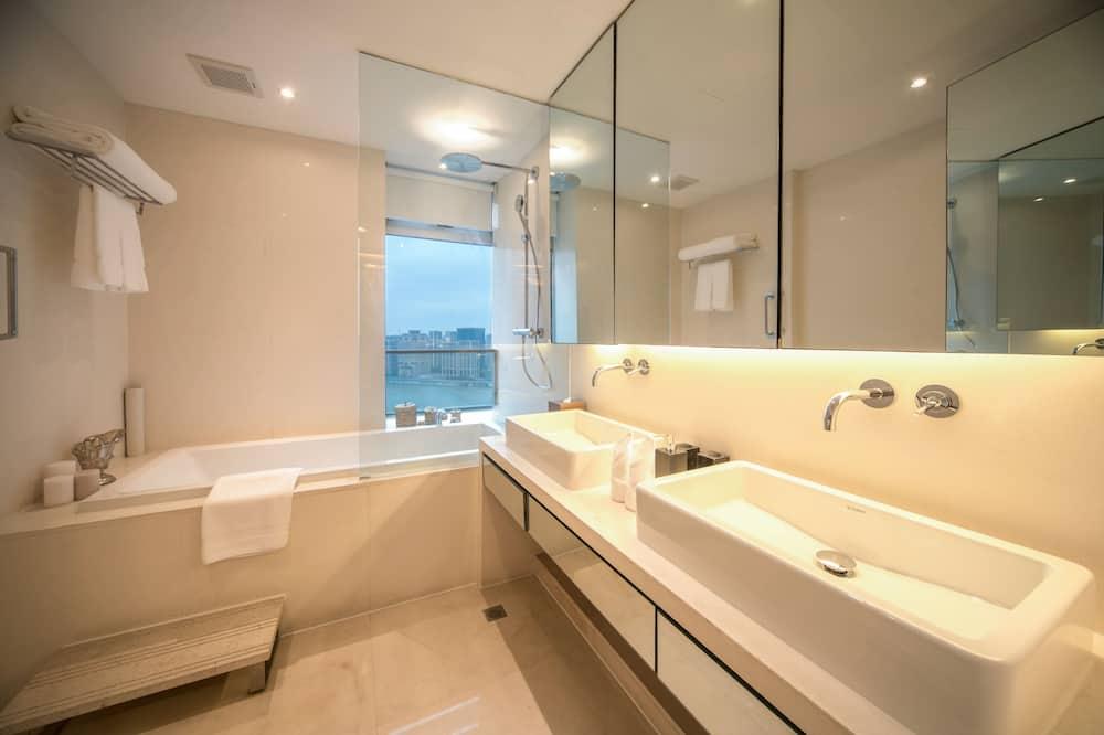 Apartmán typu Deluxe, 2 ložnice - Koupelna
