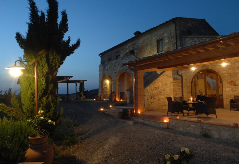 Agrihotel Il Palagetto, Volterra, Hotel Front – Evening/Night