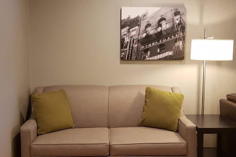 Номер-люкс категорії «Делюкс», 1 ліжко «кінг-сайз» та розкладний диван, для некурців (with Sofabed) - Вітальня
