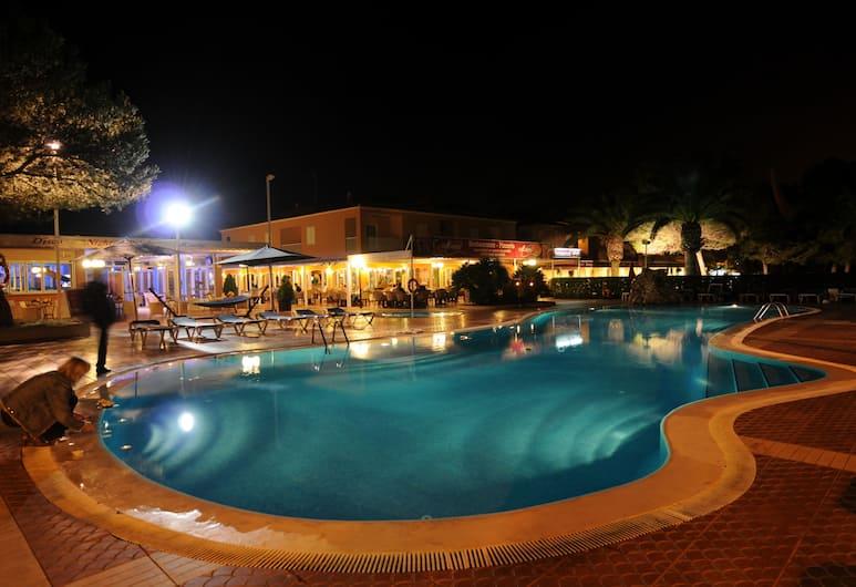 馬里貝爾公寓式酒店, Ciutadella de Menorca, 室外泳池
