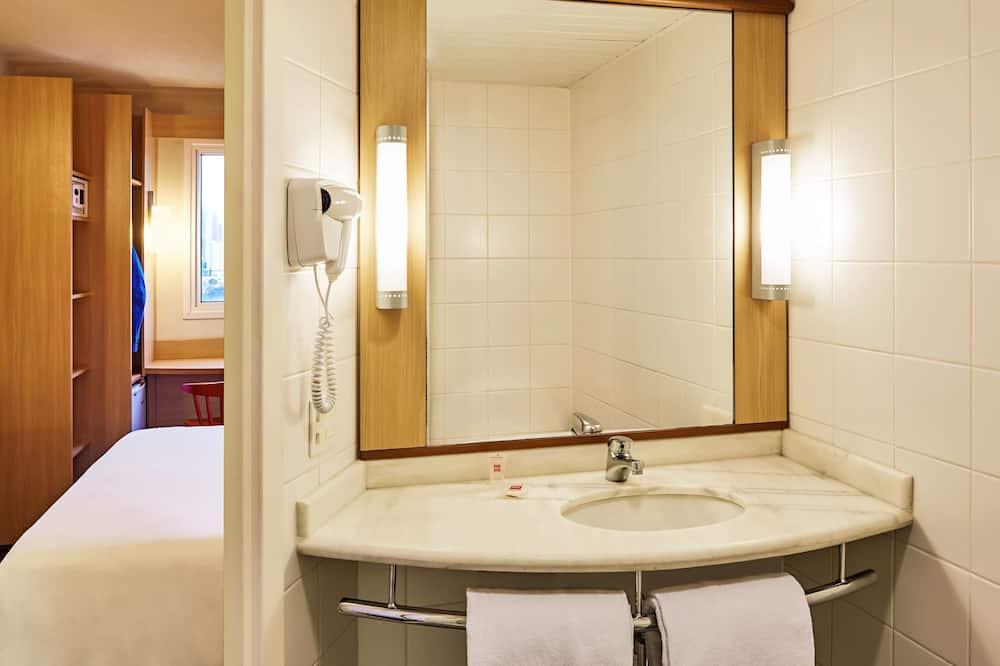 Standard Tek Büyük Yataklı Oda, 1 Çift Kişilik Yatak, Engellilere Uygun (Adapted) - Banyo