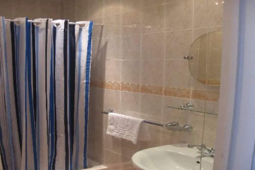 Standard szoba kétszemélyes ággyal, fürdőszobával - Fürdőszoba