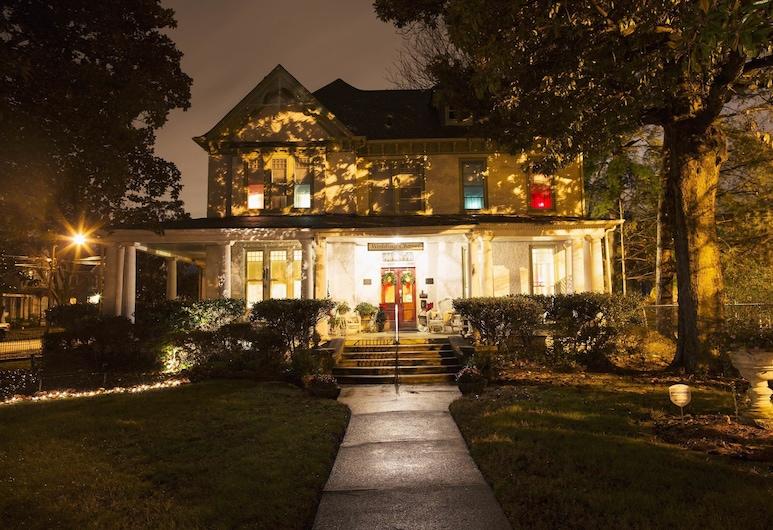 The Magnolia House Inn , Hampton, Viesnīcas priekšskats vakarā/naktī