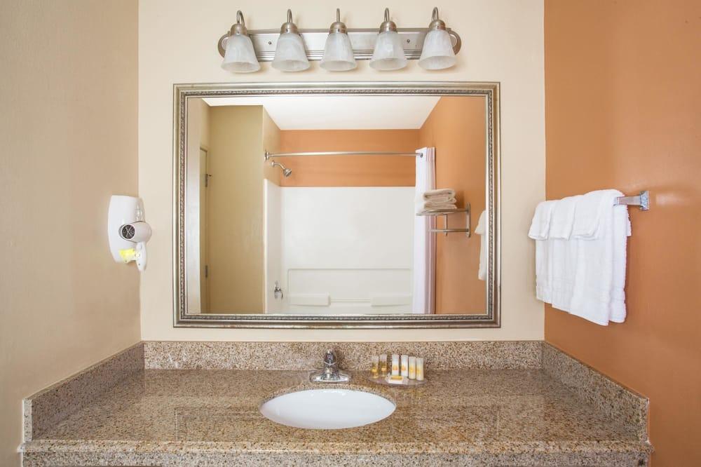 Standaard kamer, 2 queensize bedden - Badkamer