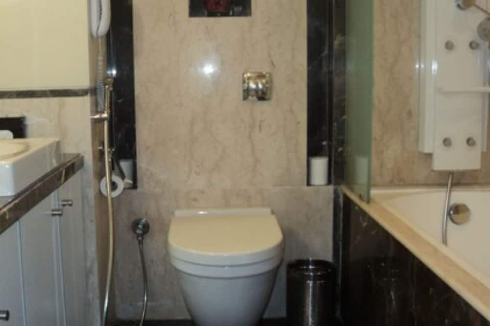 Deluxe Room (Fortune Club Exotica) - Bathroom