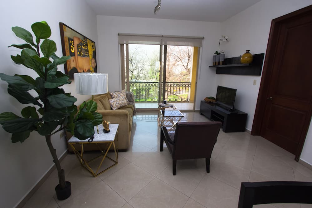 Executive Apartment, 2 Double Beds - Living Room