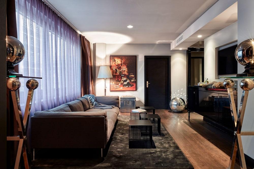 Roomers Suite - Oturma Alanı