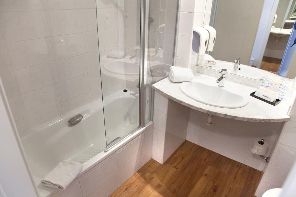 Superior-Doppelzimmer, Terrasse, Meerblick - Badezimmer