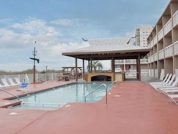 Фото Castaway Beach Inn & Swim Up Bar у місті Норт-Мертл-Біч