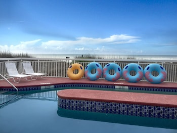 Picture of Castaway Beach Inn & Swim Up Bar in North Myrtle Beach