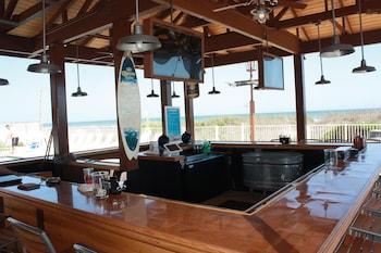 Picture of Castaway Beach Inn & Swim Up Bar in North Myrtle Beach
