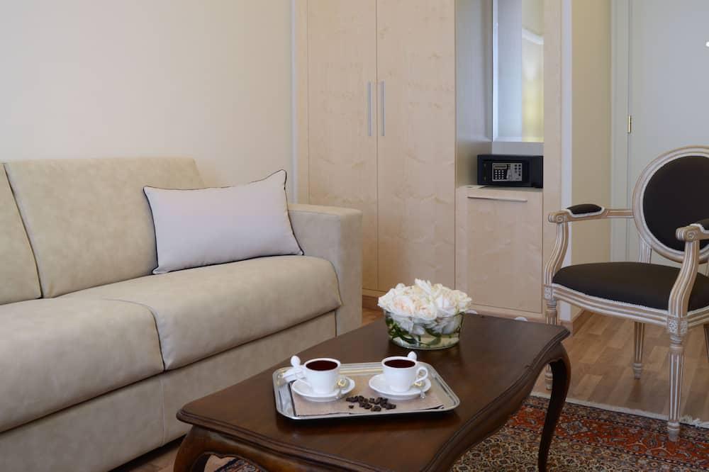 Phòng Suite Junior (3 pax) - Khu phòng khách