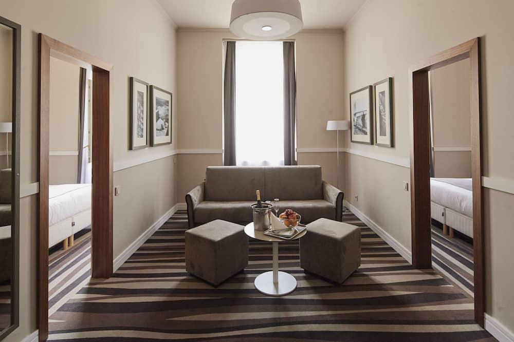 Suite, 2 habitaciones, vista a la ciudad - Sala de estar