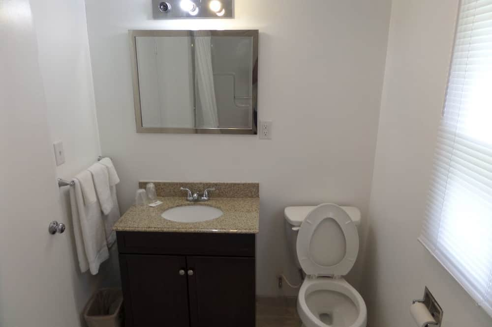 Room, 1 King Bed, Jetted Tub - Bathroom
