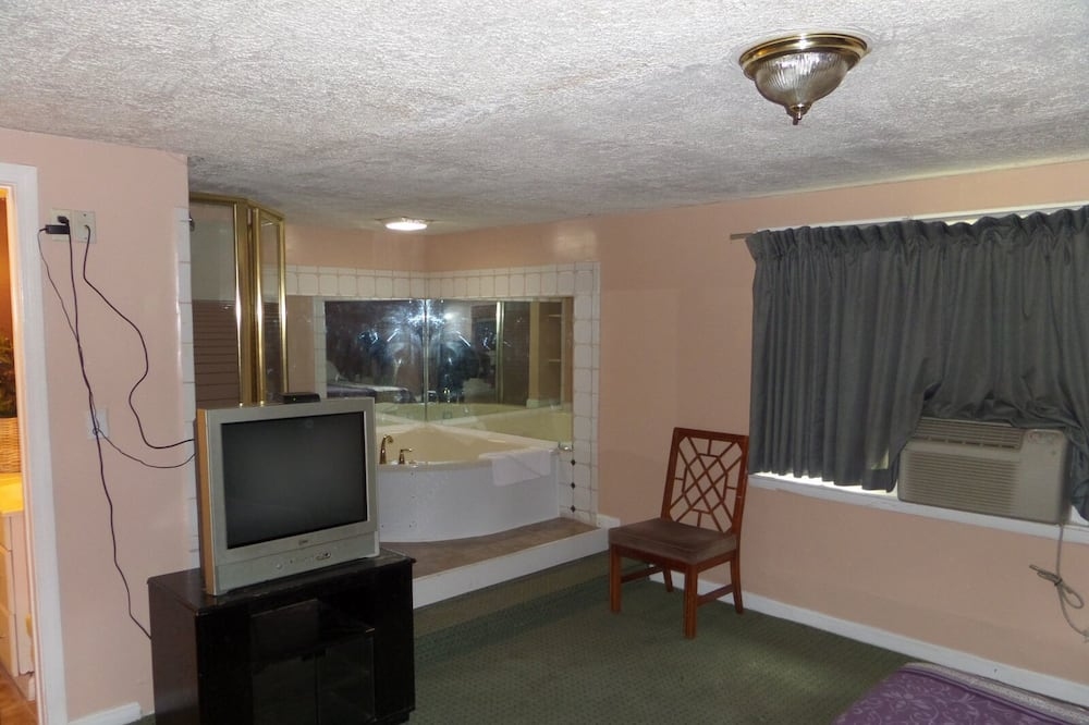 Room, 1 King Bed, Jetted Tub - Guest Room