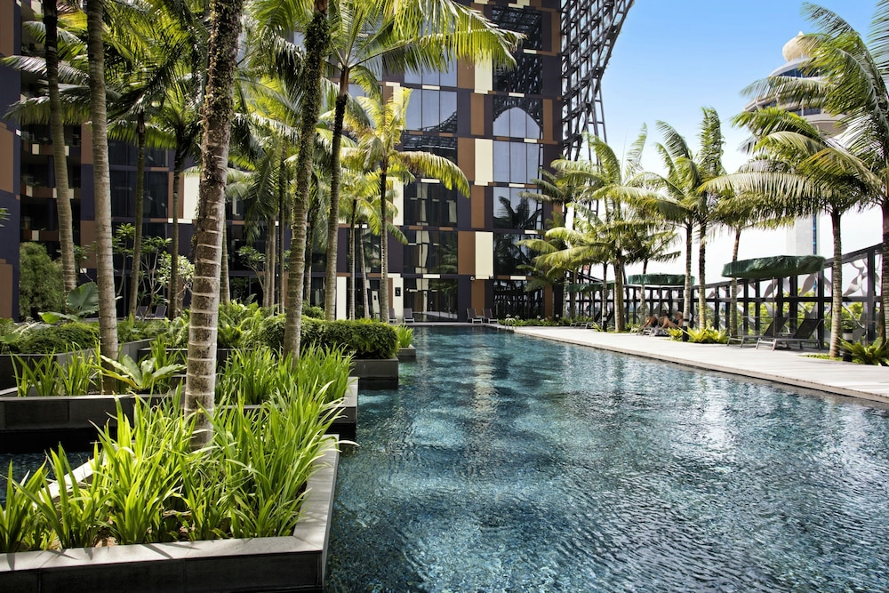 Crowne Plaza Changi Airport Singapore Outdoor Pool