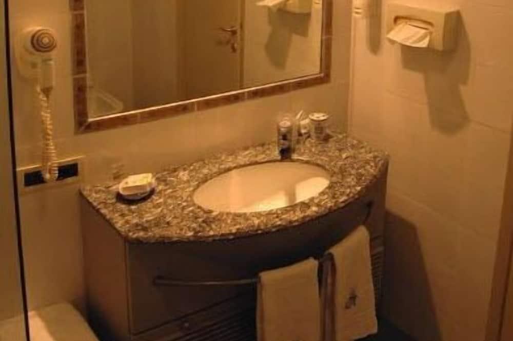 Classic Single Room, Balcony, Hill View - Bathroom