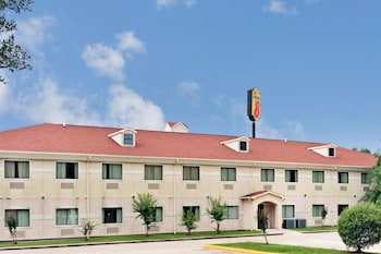 Picture of Super 8 by Wyndham Conroe in Conroe