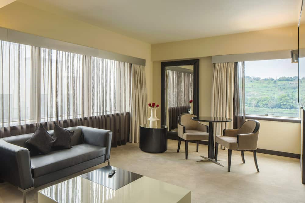 Suite - In-Room Dining