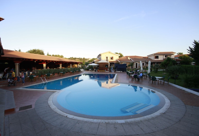 Uappala Hotel Club Le Rose, San Teodoro, Piscine en plein air