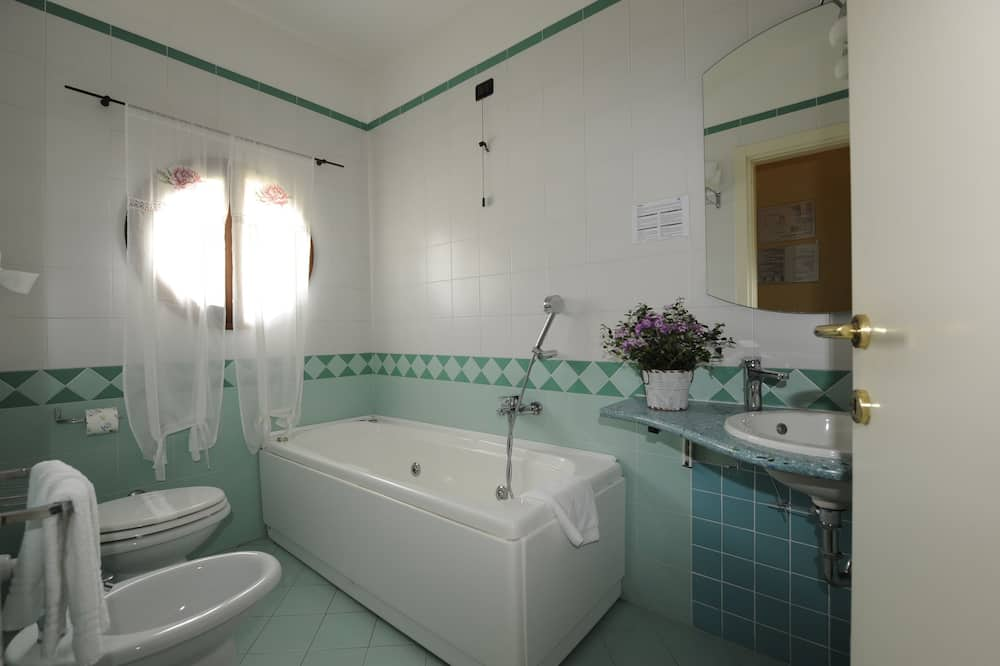 Standard Double Room, Jetted Tub - Bathroom