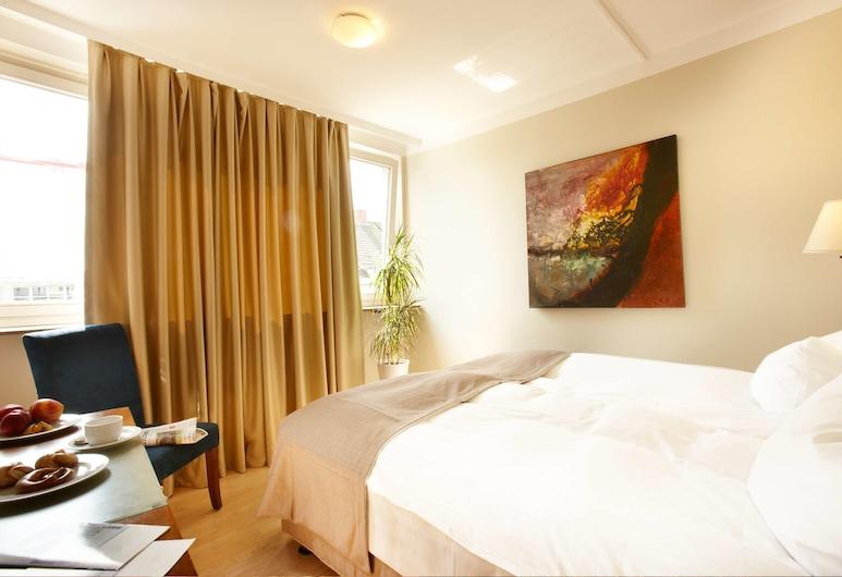 Hotel am Kieler Schloss Kiel by Première Classe, Kiel, Standard Double Room, Guest Room
