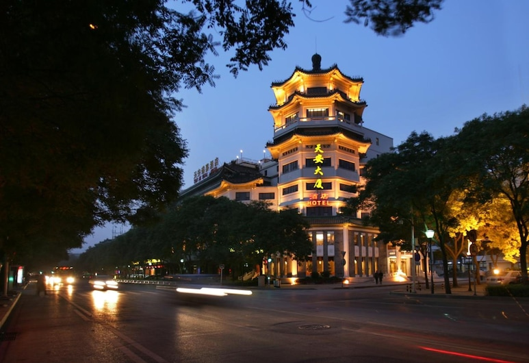 TianAn Rega Hotel, Pekín, Fachada del hotel de noche