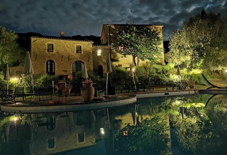 EcoResort Il Cantico della Natura, Magione, Fachada del hotel de noche