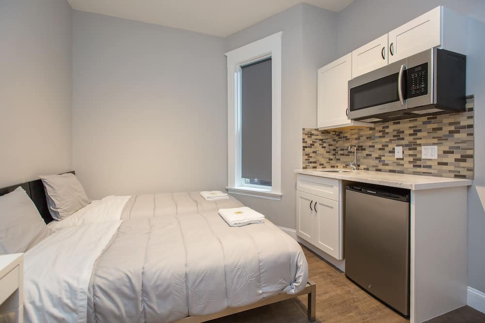 2 Bunk Beds, Shared Bath - Upgraded Large  - In-Room Dining