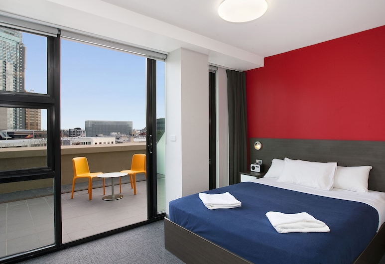 Space Hotel - Hostel, Melbourne, Queen Ensuite Room with Balcony and City View, Guest Room