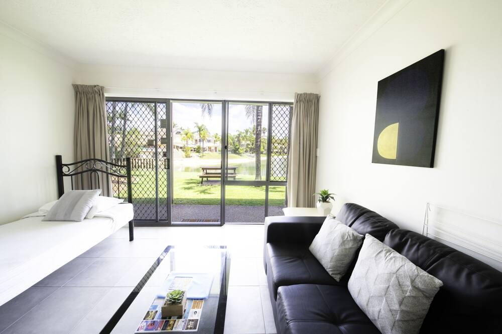 Deluxe Lakefront 2 bedroom - Living Area