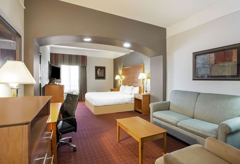 La Quinta Inn & Suites by Wyndham Norfolk Airport, Norfolk, Deluxe Room, 1 King Bed, Accessible, Non Smoking (Mobility/Hearing Impaired Accessible), Guest Room