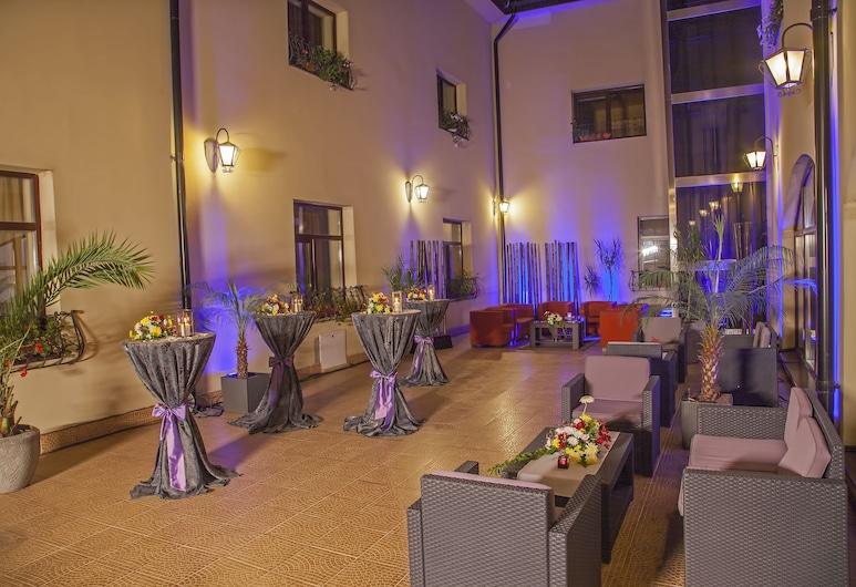 Trianon Hotel, Bukarest, Terrasse/patio
