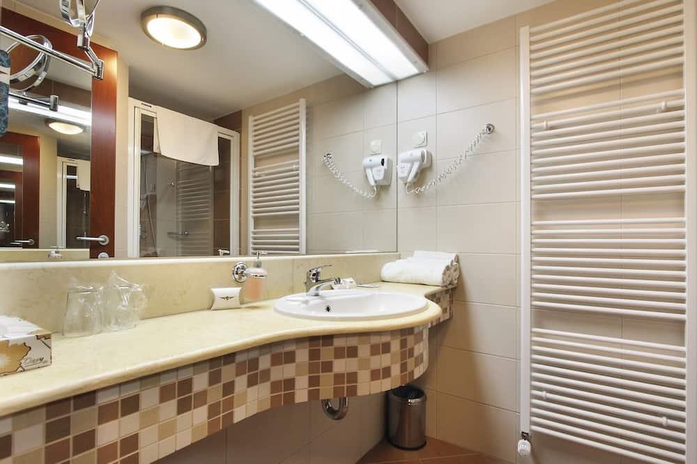 Kamar Double atau Twin Deluks - Kamar mandi