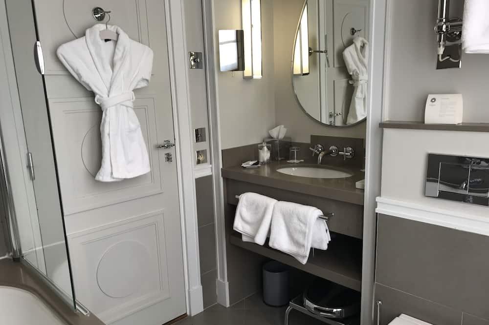 Traditional Double Room - Bathroom