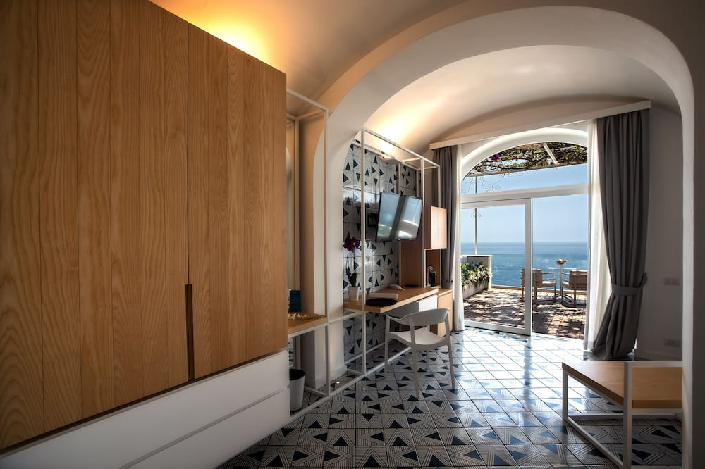 Deluxe Suite wit Spa and sea view - Living Area