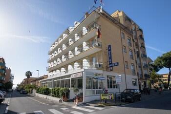 Picture of Hotel La Marina in San Bartolomeo al Mare