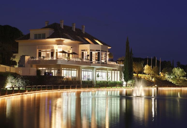 Hotel Apartamentos Greenlife Golf Marbella, Marbella, Hotelfassade am Abend/bei Nacht
