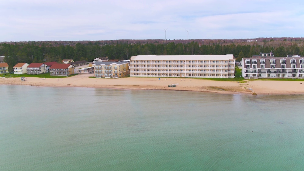 Mackinaw Beach & Bay Inn & Suites, Mackinaw City