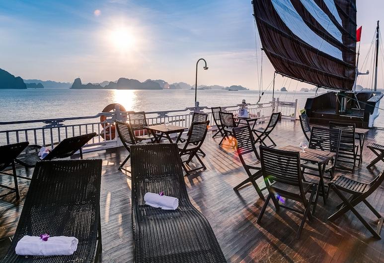 Du thuyền Bhaya, Hạ Long, Hiên