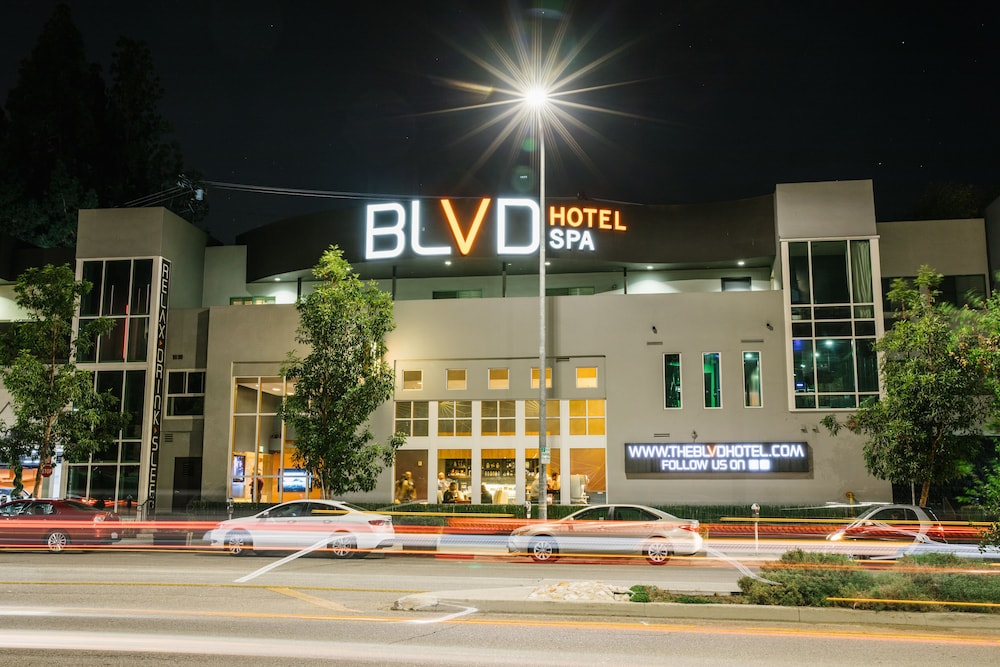 Book blvd hotel spa in studio city for A salon of studio city